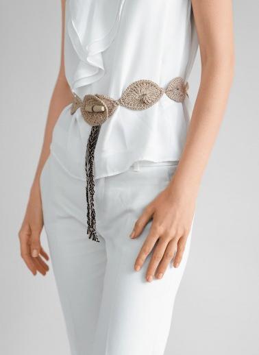 1a12677695d Facilement réalisable en point fantaisie à base de brides et mailles en l air  avec un crochet n° 3.